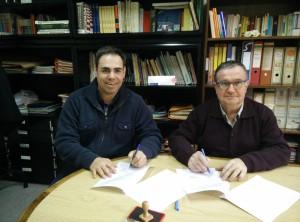 Signatura del conveni entre Iguana i Càritas