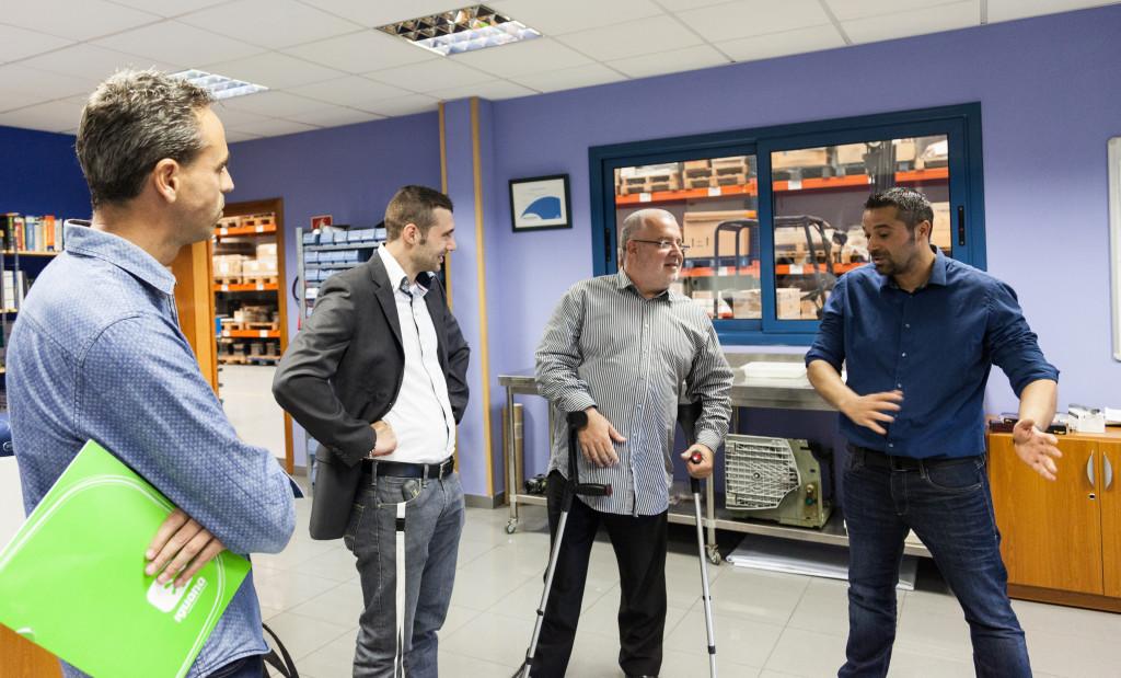 David Oller, d'Iguana i Xavier Boquete, alcalde de Masquefa amb els responsables d'ElectroAD